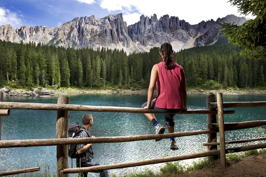 озеро в альпах Carezza Val d'Ega